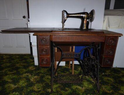 1916 Singer Antique Treadle Sewing Machine