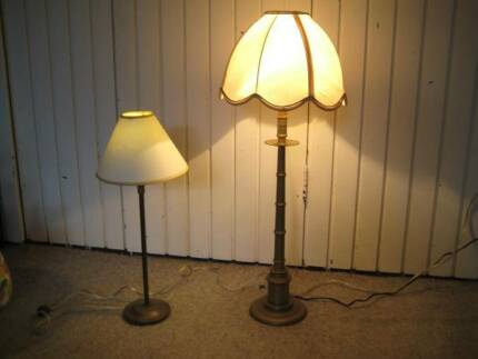 2 BRASS LAMPS & HAND PAINTED TABLE LAMP