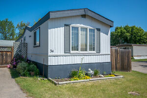 Mobile home in a fantastic location!