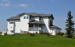 4 BD EXEC HOME ON ACREAGE 25 MINUTES FROM TOWN