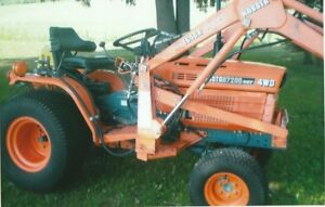 KUBOT 7200HST compact tractor with loader
