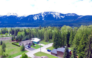 Mint 5 bed house close to RMR in Revelstoke