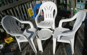 3pcs White Plastic Outdoor Chairs + a small table