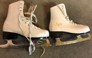 Patins de fillette CCM grandeur 12