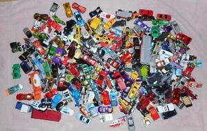 Huge Lot of HOTWHEELS Diecast toy cars