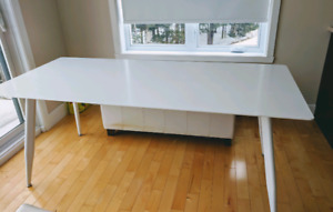 Structube white dining table