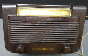 Vintage Bakelite General Electric Battery-Operated Radio
