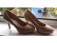 Evans EEE wide fitting high heeled shoe - Size 8