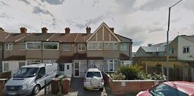 MUST SEE 2 BED HOUSE IN DAGENHAM RM10 ..AVAILABLE IMMEDIATELY !!!PART DSS ACCEPTED