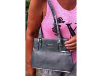 VANGUARD SILVER COLOUR SHOULDER BAG