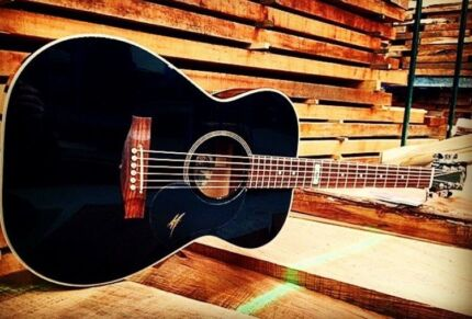 Maton 808 Custom Gloss Black - BARGAIN PRICE (SAVE $700)