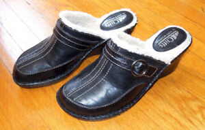 NEW Cliffs by White Mountain black fur-lined wedge heel, size 8M