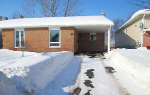 9 Dover Court, North Bay - New Listing!!
