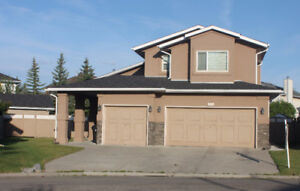LARGE 3,000 SqFt Family House for Rent in Edgemont NW Calgary