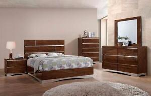 High Gloss Light-Brown Finish Queen or King Platform Bedroom Set ( Chest Available )