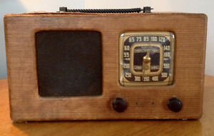 Antique Radio Tweed with ROGERS MAJESTIC Chassis 9M452