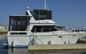 36 FOOT CABIN CRUISER IN MINT CONDITION! OWN A FLOATING COTTAGE!