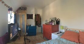 Very bright double room for rent in Hanger Lane/Park Royal area.