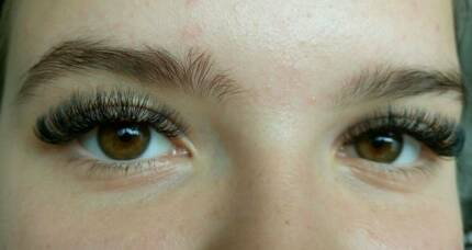Volume eyelashextensions model needed!