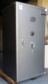 Wanted: Wanted large 2nd hand safes