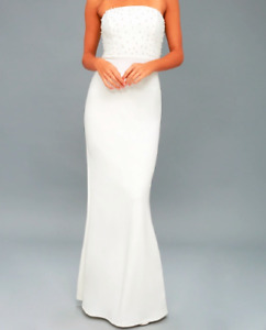 *BRAND NEW* Stunning white dress with pearl detail