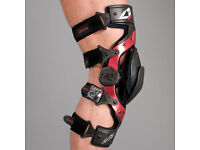 2X EVS Axis Sport Knee Brace / Black (Pair)