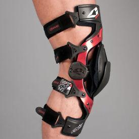 EVS Axis Sport Knee Brace / Black (Pair)