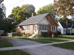 NEAT, CLEAN STARTER OR RETIREMENT HOME- 26 ALBERT ST-FORREST Sarnia Sarnia Area image 2