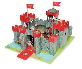 Le Toy Van Knights Castle New and Boxed