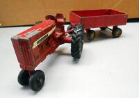 Tracteur de Ferme avec Remorque en Métal Antique