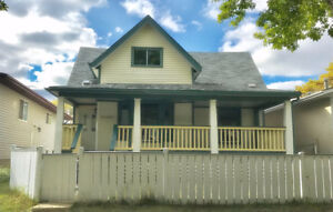 House for sale / 113 Ave & 93 Street