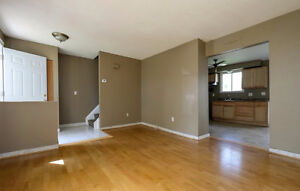 **Reduced** Semi-detached in Forest Glade Move in Ready! Windsor Region Ontario image 4