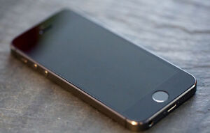 iPhone 5S Space Gray 16GB Mint Condition, Unlocked