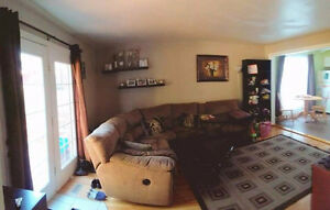 Very Peaceful Residential 2 free parking spot,5min to DOWNTOWN London Ontario image 5