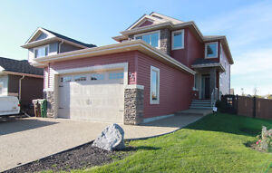 Gorgeous 2,460 Sqft 2 Storey Across from Park in North Ridge