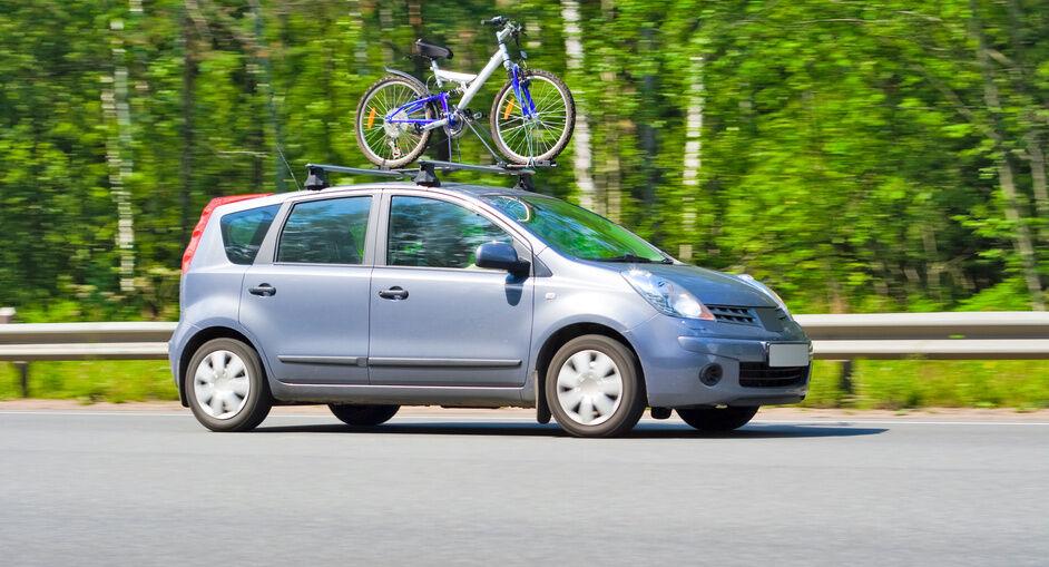 so montieren sie einen fahrradtr ger auf dem autodach. Black Bedroom Furniture Sets. Home Design Ideas