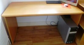 SOLID WOOD OFFICE DESK IN GOOD CONDITION (BEECH EFFECT)