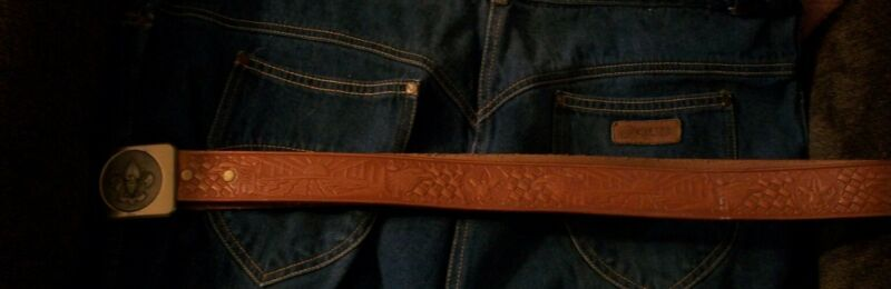 Official Boy scout of America Leather belt and Buckle (size 38)