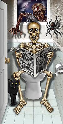 Skelett sitzt auf WC Türposter Poster Tür Posterfolie - Halloween Skelett Dekoration