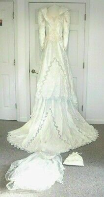 Beautiful 3 Piece Size 10 Sweetheart Wedding Gown - Pre Owned