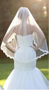 NEW NEVER OPENED One-Tiered Fingertip Length Wedding Veil IVORY