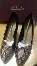 Clarks Babble Brook shoes size UK8/EUR 42 D