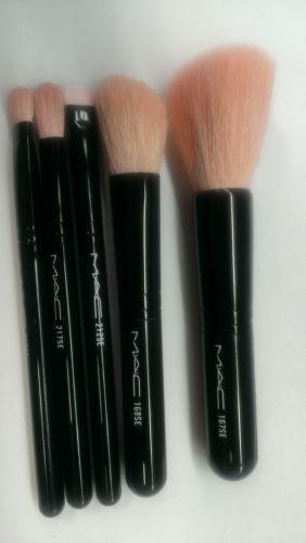 Mac 168 Large Angled Contour Brush: Mac 168 Brush