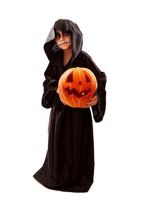 A black cloak is simple but effective