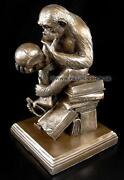 Affe mit Schädel