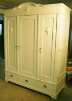 TABLES, CABINETS, FURNITURE / in CALGARY PAINTING/REFINISHING