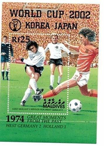 VINTAGE CLASSICS - Maldives 0127 World Cup Korea/Japan - Souvenir Sheet - MNH - $0.89
