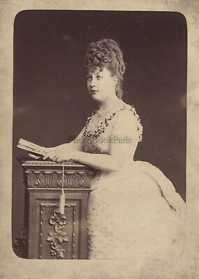 Woman beauty Artist Actress Fashion France Vintage citrate ca 1900