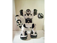 "ROBOSAPIEN Wow Wee 14"" Interactive Robot 2007 rrp £100 with remote"