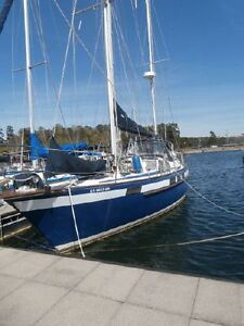 39 Corbin 1986 Blue Water Boat in Great Condition
